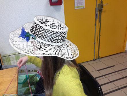 chapeau de Josiane porte par un ravissant modele!!!!
