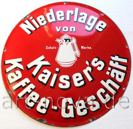 rotglänzendes Emailschild Kaiser's Kaffee-Geschäft