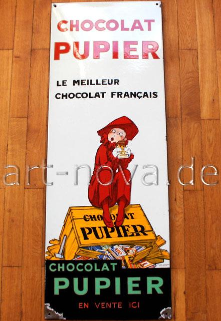 Altes Emailschild Chocolat Pupier mit einem Jungen auf einer Kiste voller Schokolade in einem tollen Hochglanz!