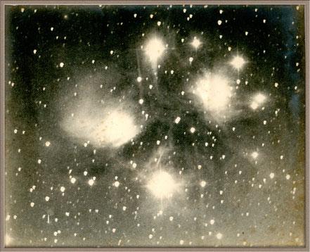 Messier 45 - die Plejaden eine der ersten Aufnahmen - Isaac Roberts 1886