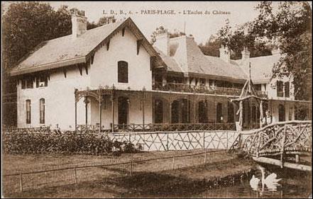 """Carte postale représentant la première villa du Touquet : le """"château"""" d'Alphonse Daloz, premier propriétaire du site / in site https://www.letouquet-museevirtuel.com"""