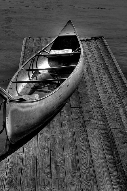 The Canoe BW004