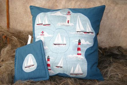 genähte Kissen und Topflappen mit Leuchtturm und Boot, handgemacht aus Baumwolle