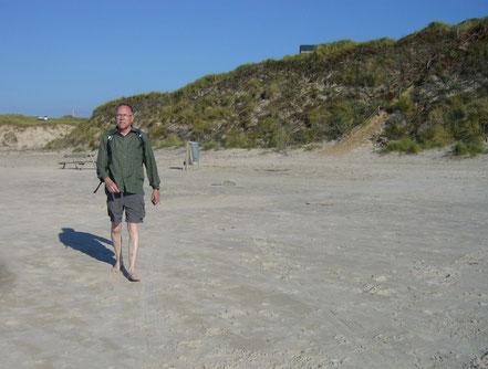 rolf maybaum am strand geh-danken dänische nordseeküste