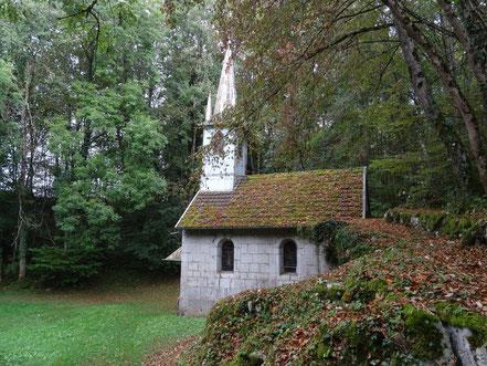 Bild: Felsenkirchlein unterwegs im Jura