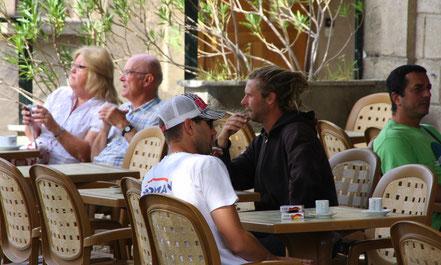 Bild: Straßencafe in der Provence