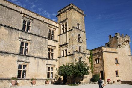 Bild: der Turm von Schloss Lourmarin