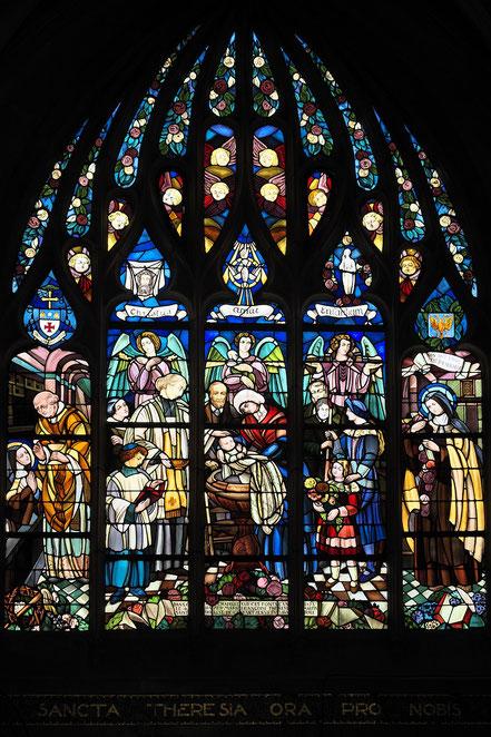 Bild: Fenster der Basilika Notre-Dame d'Alençon