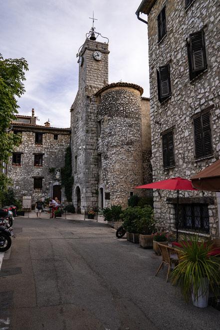 Bild: Tourrettes-sur-Loup im Département Alpes Maritimes mit Tour de l´Horloge