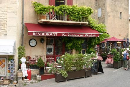 Bild: Fassade eines Restaurants mit Terrasse, Provence