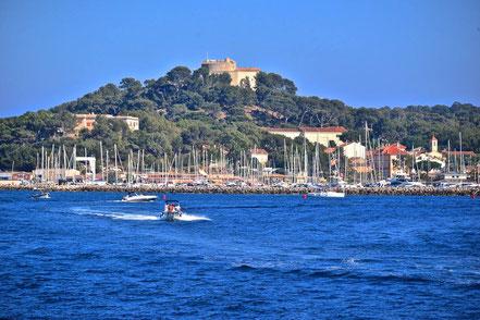 Bild: Blick auf Porquerolles mit Fort Ste. Agatha