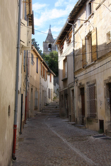 Bild:Weg vom Parkplatz am Boulevard Emile Combes zur Èglise Note Dame de La Major in Arles