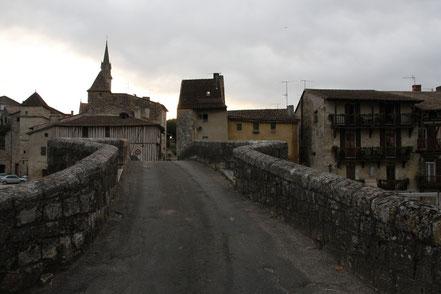 Bild: alte Brücke über die Baise in Nérac
