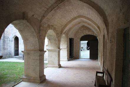 Bild: im Kreuzgang der Abbaye St.-Hiliaire