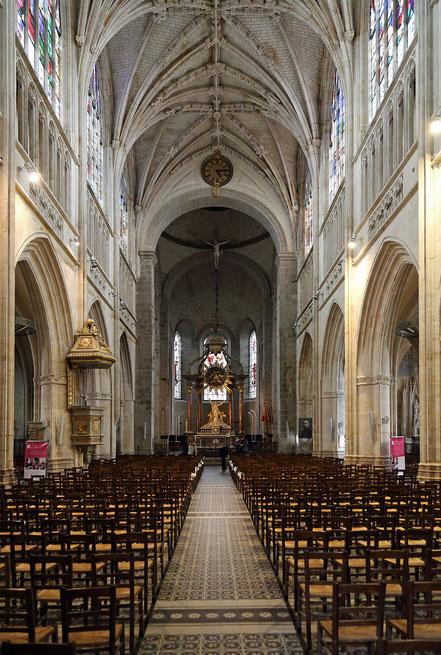 Bild: Im Innern der Basilika Notre-Dame d'Alençon