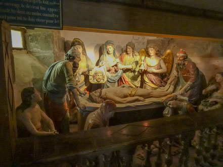 Bild: Im Beinhaus Grablegung um 1699 bis 1701 in Saint-Thégonnec