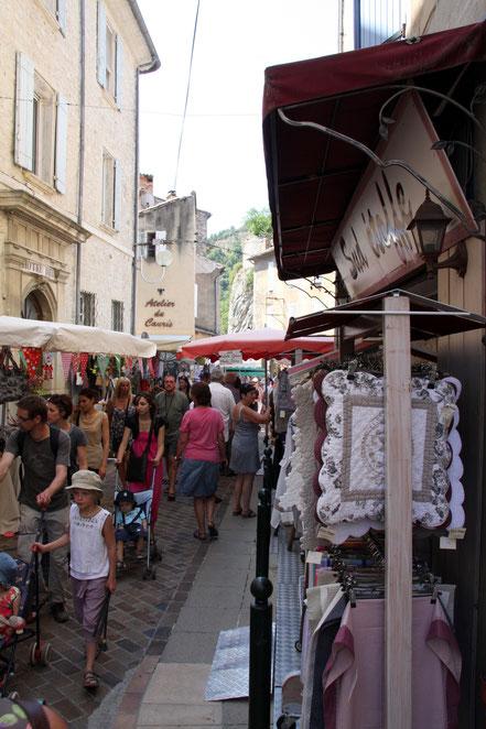 Bild: Markttag in Vaison-la-Romaine