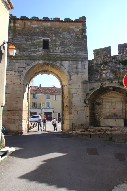 Bild: Port d´Avignon in Monteux