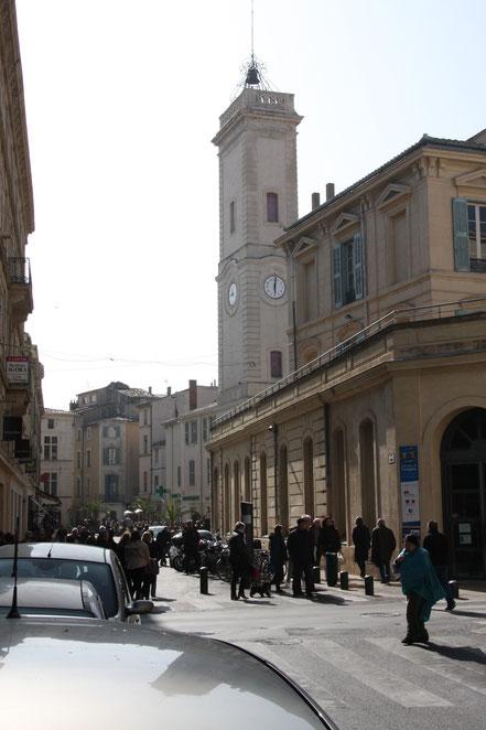 Bild: in den Straßen von Nimes mit Tour de l´Horloge
