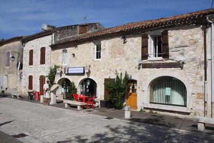 Bild: am zentralen Platz in Vianne