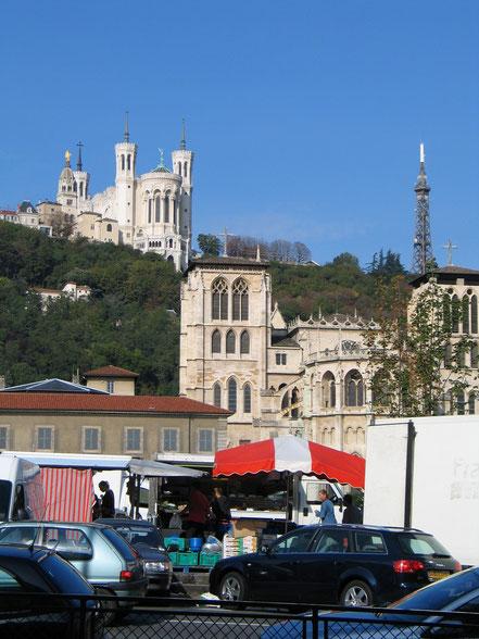 Bild: Sonntags morgens ist ein riesiger Mark entlang der Saône in Lyon