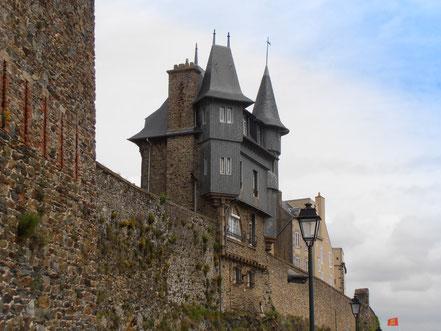 Bild: Stadtmauer in der Oberstadt von Granville, Normandie