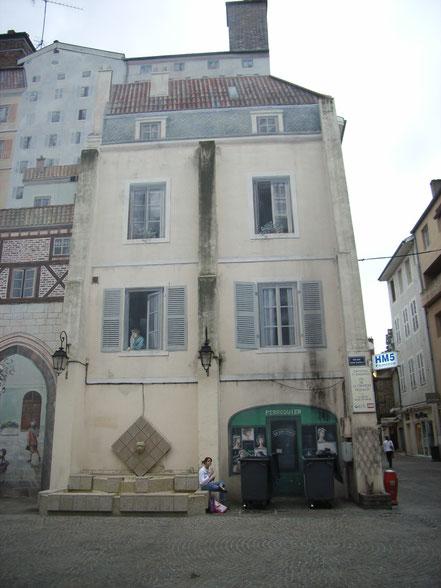 Bild: bemaltes Haus in Bourg-en-Bresse