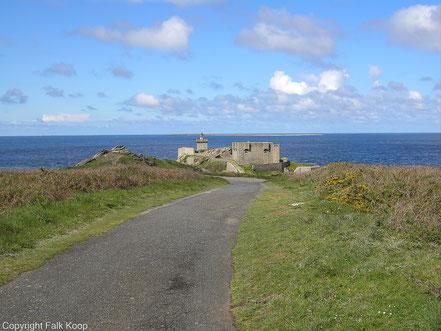 Bild: Fort de l´Îlette de Kermorvan und dem Phare de Kermorvan bei Le Conquet