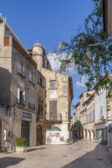 Bild: Rue des Halles in Tarascon