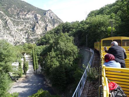 Bild: Le petit train jaune am Stellplatz von Thues- Garanca