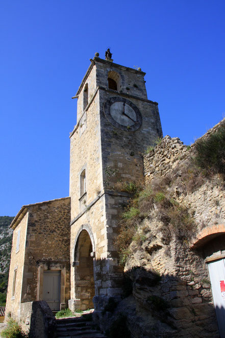 Bild: Glockenturm in Maubec mit Marienstatue