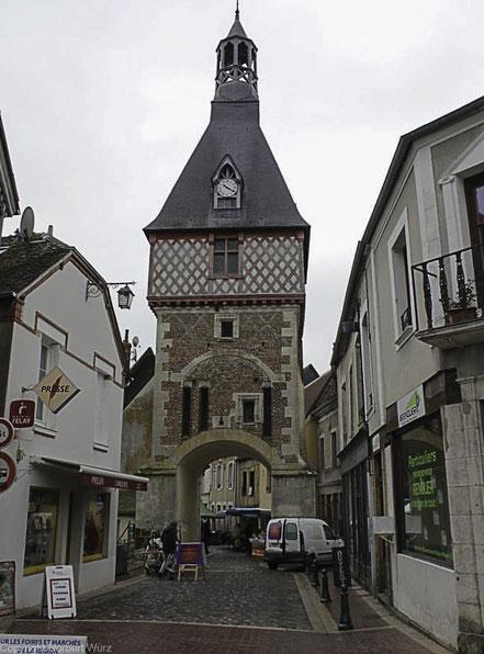 Bild: Tour de l'horloge in dem Ort Saint-Fargeau
