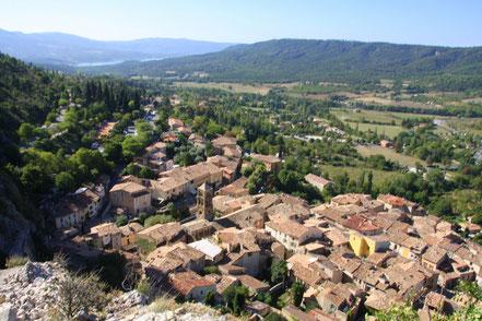 Bild: Blick von oben auf Moustiers-Sainte-Marie