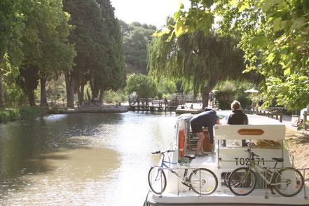 Bild: Mit dem Hausboot auf dem Canal du Midi, Écluse de Pechlaurier