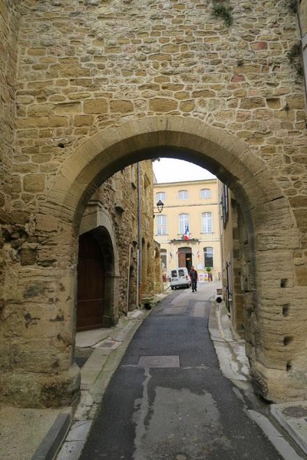 Bild: Stadttor in Aubignan