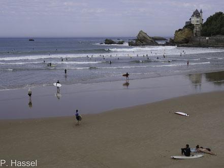 Bild: Surfer am Strand von Biarritz