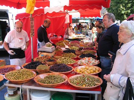 Bild: Markt am Sonntag Morgen in Lyon