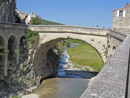 Bild: Gallo-römische Brücke (Pont fomain) über die Ouvéze