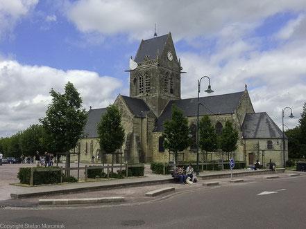 Bild: die Kirche in Sainte-Mère-Église
