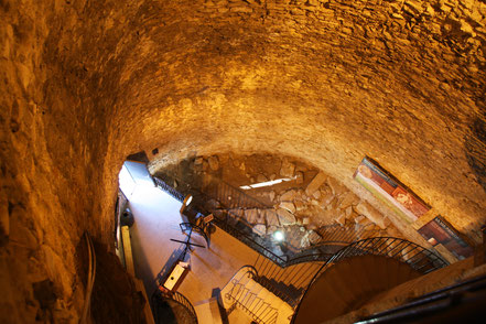 Bild: Magneturm in Nimes