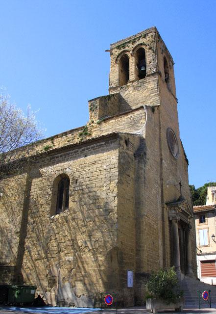 Bild: Portal und Glockenturm der Kirche Saint Denis in Courthezon