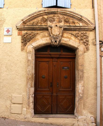 Bild: Portal in der Provence