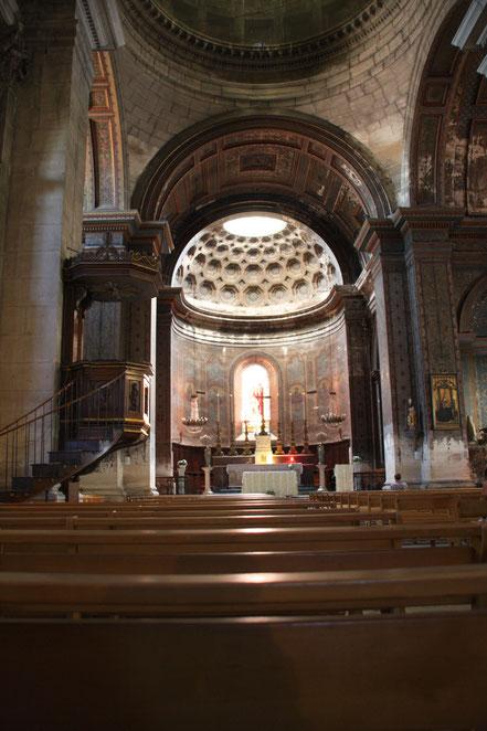 Bild: im Innern von St-Martin in St-Rémy-de-Provence