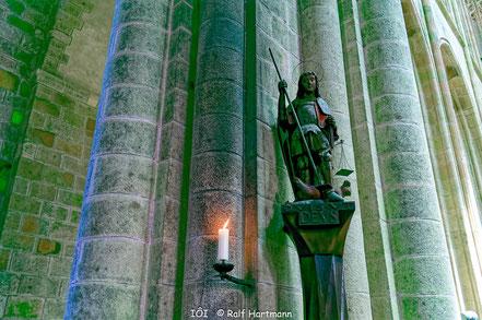 Bild: in der Kirche von Mont-Saint-Michel