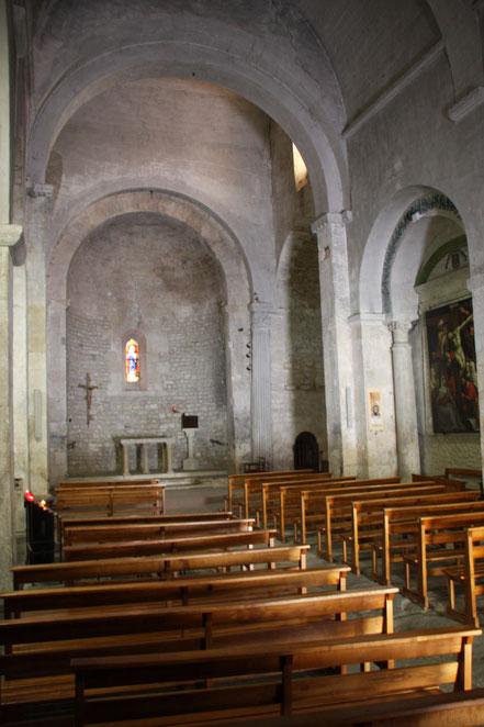 Bild: Tonnengewölbe der Kirche in Fontaine de Vaucluse