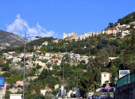 Bild: Straße zur Grande Corniche, vorbei an Roquebrune mit Burg