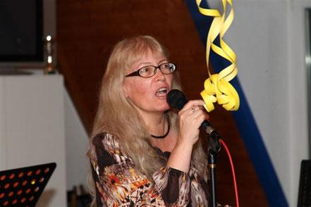 Bild: die Autorin Esther Grünig-Schöni