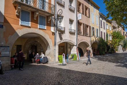 Bild: Buis-les-Baronnies mit Place du Marché im Département Drôme