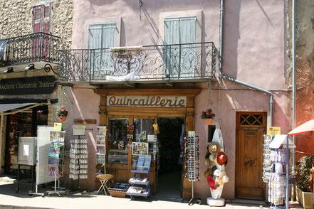Bild: Fassade eines Geschäftes in der Provence