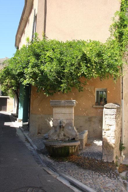Bild: Brunnen in Pernes les Fontaines